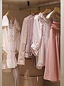 Voller oder leerer Kleiderschrank?